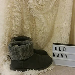 Old Navy grey boots size 9.